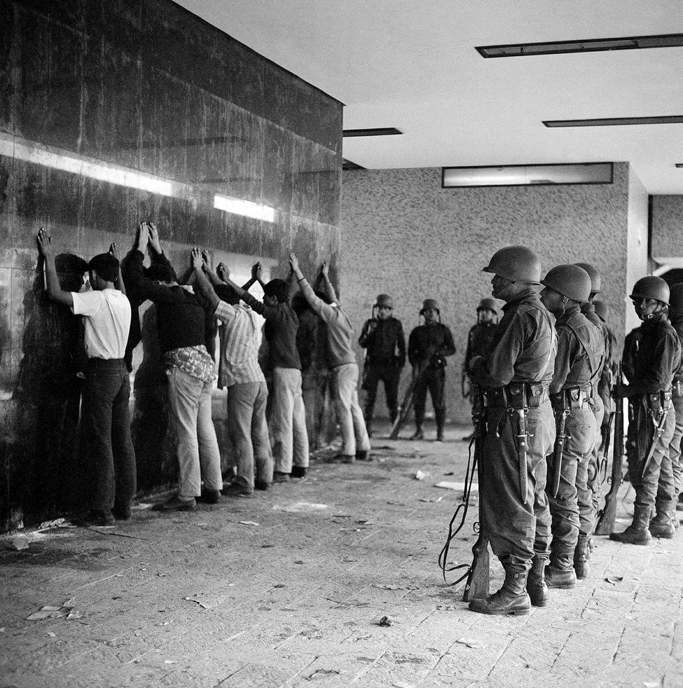 Grande fête de la Dictature Participative en Drönésie !