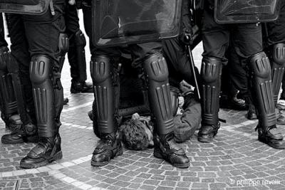 Installation d'un régime militaire à Lyon : la Présidictature félicite la France